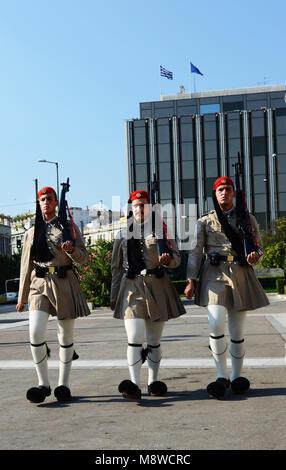 Änderung an das Grab des unbekannten Soldaten, griechische Parlament, Athen zu schützen. - Stockfoto