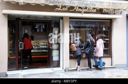 Los Angelitos Konditorei in Sevilla - Stockfoto