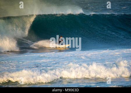 2018-02-28: Corralejo Fuerteventura - surf Athlet Training - Stockfoto