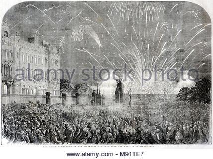 Der Frieden Gedenken, Feuerwerk von der Mall in St James's Park, feiert der Pariser Vertrag von 1856, der Krimkrieg, antike Gravur 1856 beigelegt - Stockfoto