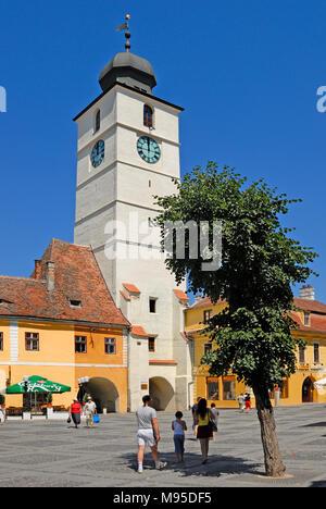 Sibiu, Siebenbürgen, Rumänien. Piata Mare (Quadrat) Ratturm (Turnul Sfatului - 1588) - Stockfoto