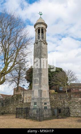 Mayflower Schiff Fluggäste Gedenkstätte von der alten Stadtmauer in Southampton, Hampshire, England, UK. - Stockfoto