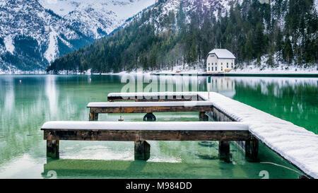 Österreich, Tirol, Ammergauer Alpen, See Plansee im Winter, Festmacher, - Stockfoto
