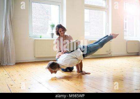 Frau sucht mann auf der rückseite