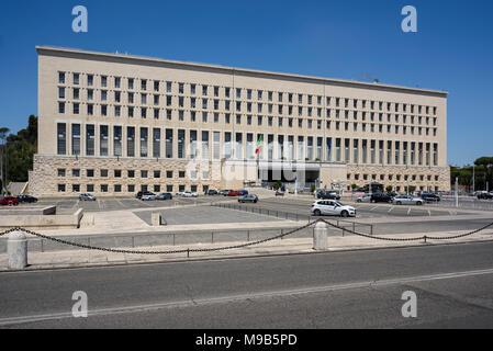 Rom. Italien. Palazzo della Farnesina, Häuser des italienischen Ministeriums für auswärtige Angelegenheiten. Im Jahr 1935 entwickelt wurde, hat das italienische Ministerium für Auswärtige untergebracht - Stockfoto