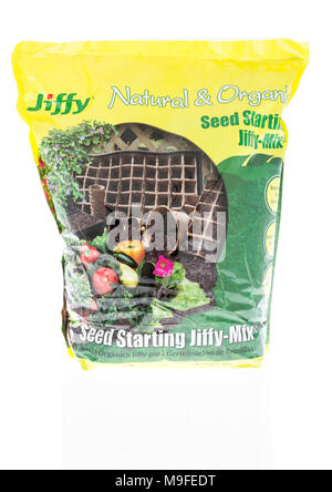 Winneconne, WI - 11. März 2018: eine Tasche von Jiffy natürlichen und organischen Saatguts ab Mix auf einem isolierten Hintergrund. - Stockfoto