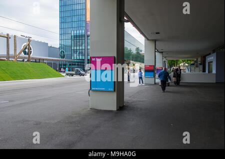 BASEL, SCHWEIZ, 12. JUNI 2017: Messegelände in Basel, Schweiz. Eine jährliche Kunst - Kunst Basel. Architektur der Messe in B - Stockfoto