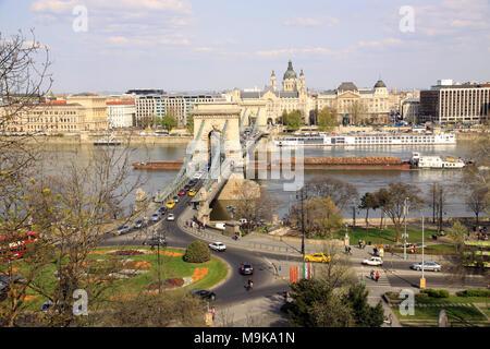 Blick auf die Kettenbrücke über die Donau in der ungarischen Hauptstadt Budapest Ungarn - Stockfoto