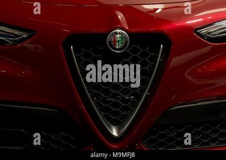 Toronto, Kanada - 2018-02-19: Wunderschöne Grill der neue 2018 Alfa Romeo Stelvio Premium-SUV auf Alfa Romeo Automobiles S.p.A. Exposition der - Stockfoto