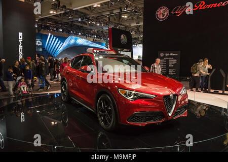 Toronto, Kanada - 2018-02-19: Neue 2018 Alfa Romeo Stelvio Premium-SUV auf Alfa Romeo Automobiles S.p.A. Ausstellung von 2018 kanadischen Internat angezeigt - Stockfoto