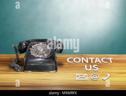 Vintage schwarz Direktwahltelefon mit e-Zeichen, so setzen Sie sich bitte mit uns - Stockfoto