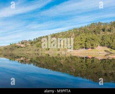 Campingplatz am Presa de Las Ninas Bergsee auf Gran Canaria, Kanarische Inseln, Spanien - Stockfoto