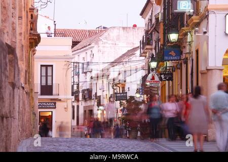 Straßenszene in Juderia, dem ehemaligen jüdischen Viertel in der Dämmerung, Cordoba, Andalusien, Spanien, Europa ich Straßenszene in der Juderia, ehemaliges Judenviertel bei Ab - Stockfoto