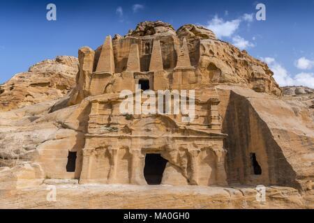 Der Obelisk Grab und Bab as-Siq Triclinium im antiken nabatäische Stadt Petra, Jordanien. - Stockfoto