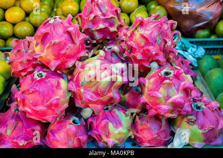 Dragon Früchte in einem Markt stal - Stockfoto