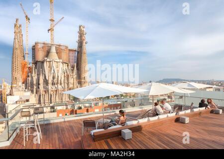April Und Barcelona Auf Der Dachterrasse Des Ayre Hotel Rosellon