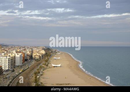 Allgemeine Ansicht der Stadt von Calella, kleinen Stadt oder Dorf an der Maresme Küste in Barcelona, Katalonien, Spanien - Stockfoto