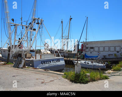 Krabbenfänger in Matanzas Hafen, San Carlos Island, Fort Myers, FL © katharine Andriotis - Stockfoto