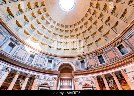 Rom, Italien. Pantheon, antike Architektur von Rom, Latium, aus dem Römischen Reich. - Stockfoto