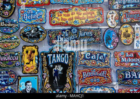 Souvenirs in Feria de San Telmo, Markt am Sonntag, Buenos Aires, Argentinien - Stockfoto