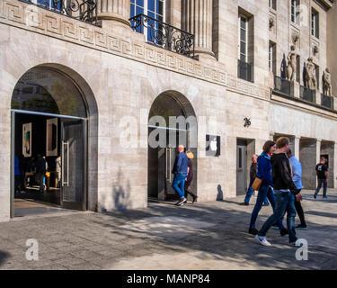 Berlin, Charlottenburg. Kurfürstendamm 26, Apple Store in renovierten historischen Gebäude, Shop Exterieur, Fassade, Eingang. - Stockfoto