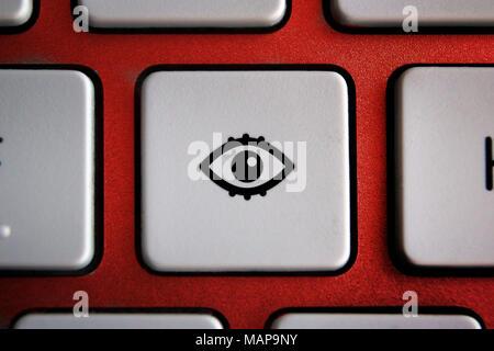 Bild von Auge Symbol auf dem Computer Tastatur Taste - Stockfoto