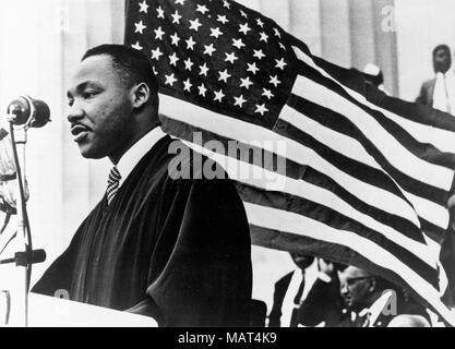 Datei. 4 Apr, 2018. Reverend MARTIN LUTHER KING JR. wurde tödlich von J. Earl Ray bei 6 Schuß: 01 Uhr, 4. April 1968, als er auf dem zweiten Stand - Stock Balkon von Lothringen Hotel in Memphis, Tennessee. Im Bild: Jan. 1, 1960 - Washington, DC, USA - Reverend Martin Luther King, Jr. war eine berühmte Führer der afrikanischen amerikanischen Bürgerrechtsbewegung. König wurde tragischerweise ermordet am 4. April 1968 auf dem Lorraine Motel. Im Bild: König Predigt bei einer Veranstaltung. (Bild: © Keystone Presse Agentur/Keystone USA über ZUMAPRESS.com) - Stockfoto