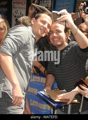 "NEW YORK, NY - 27. Juni: Schauspieler Channing Tatum kommt, um ""Late Show mit David Letterman' an Ed Sullivan Theater am 27. Juni 2012 in New York City. Personen: Channing Tatum - Stockfoto"