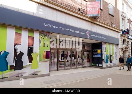 Leeres Geschäft (früher BHS) Geschäfte im Stadtzentrum York North Yorkshire England Großbritannien GB Großbritannien - Stockfoto