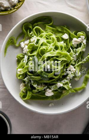 Traditionelle italienische Spinat Tagliatelle mit Ricotta - Stockfoto