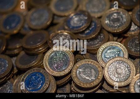 Leeren £ 2 Münzen jar Einsparungen Sammlung - Stockfoto