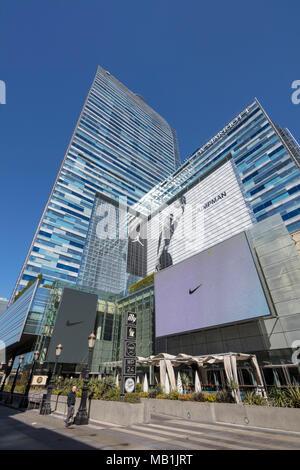 LA Live Turm und JW Marriott Hotel, Nike Jumpman ad, Downtown Los Angeles, Kalifornien, USA - Stockfoto