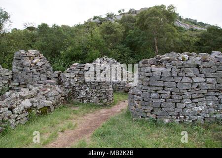 Gateway auf dem Hügel von Great Zimbabwe in der Nähe von Masvingo in Simbabwe. Die Ruinen der Mauerwerk Gebäude wurden die Hauptstadt des Königreichs von Simbabwe d - Stockfoto