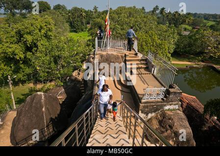 Horizontale Ansicht von der Oberseite des Isurumuniya Rock Temple in Dar es Salaam. - Stockfoto