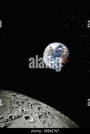 Planet Erde aus dem All mit der Oberfläche des Mondes im Vordergrund, Nordamerika und Europa sichtbar - Stockfoto