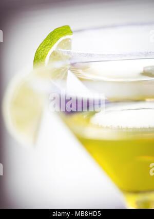 Alkohol cocktail Daiquiri mit Rum und Limette - Stockfoto