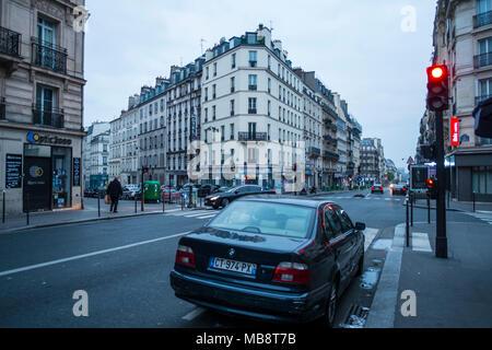 An der Rue La Fayette in Paris, wie wir sie aus der Stunde hoem Aufenthalt und unser Taxi zum Flughafen warten. - Stockfoto