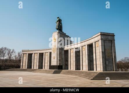Berlin, Deutschland - April 2018: Sowjetische Kriegerdenkmal (Tiergarten), Berlin, Deutschland - Stockfoto