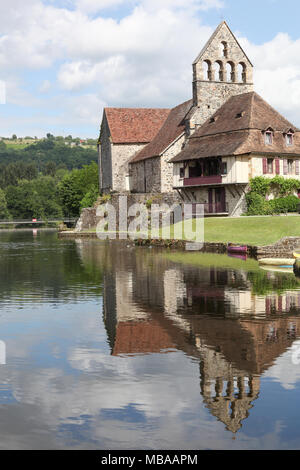 Beaulieu Sur Dordogne und die Kapelle der Büßer an der Dordogne, Frankreich - Stockfoto