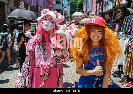 Tokyo Japan Harajuku Takeshita Dori Street Shopping einkaufen Asian Teen Girl Cosplay Costume play - Stockfoto