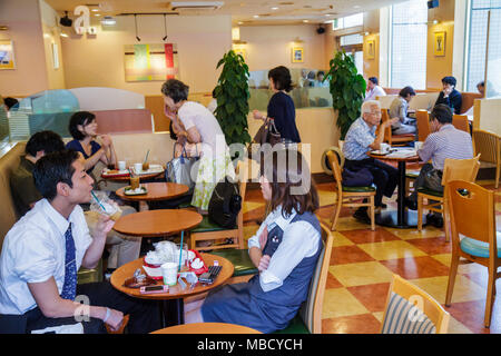 Tokyo Japan Ryogoku Restaurant innen Cafeteria Geschäft Tabellen asiatischen jungen Mädchen Student teen - Stockfoto