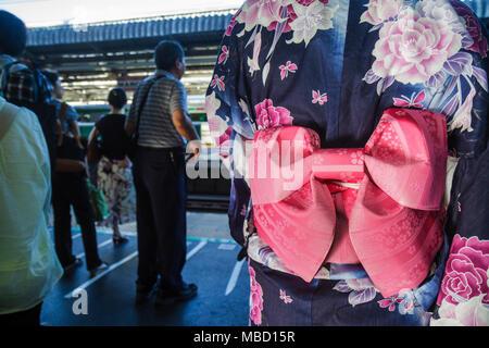 Zwei japanische Schulmädchen in Kyoto Japan Stockfoto