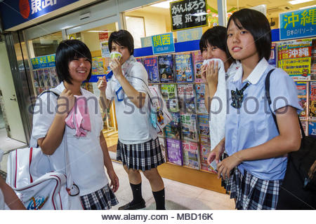 Japanisches Mädel In öffentlichkeit