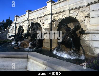 Elemente - undines oder Wasser - Geister Reiten Die Pferde von Poseidon (der Gott) in den Neptunbrunnen der Bibliothek des Kongresses in Washington DC. - © Charles Walker/ - Stockfoto