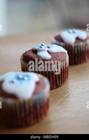 Mom's hausgemachte Red velvet Cupcakes. - Stockfoto