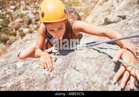 Konzentriert , weiblichen Kletterer - Stockfoto