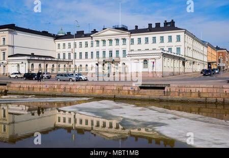 HELSINKI, Finnland - 10 April 2010: Der Präsidentenpalast. Es ist eine der offiziellen Residenzen in Helsinki, der Präsident von Finnland - Stockfoto