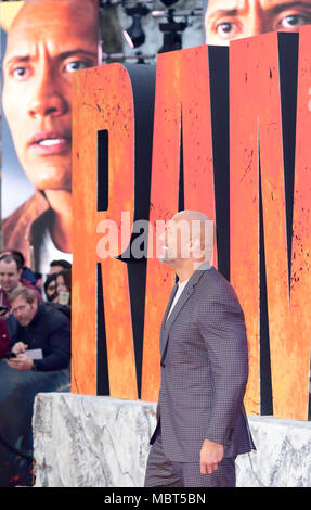 Dwayne Johnson die Teilnahme an der Europäischen Uraufführung von Rampage, im Cineworld in Leicester Square, London statt. Bild Datum: Mittwoch, 11. April 2018. Siehe PA Geschichte showbiz Rampage. Foto: Ian West/PA-Kabel - Stockfoto