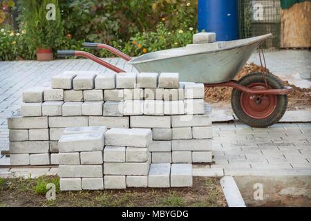 Kleiner haufen Pflastersteine auf der Baustelle - Stockfoto