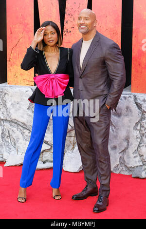 Dwayne Johnson und Naomie Harris in der Europäischen Erstaufführung von Rampage am Mittwoch, den 11. April 2018 Cineworld Leicester Square, London statt. Im Bild: Dwayne Johnson, der Fels, Naomie Harris. - Stockfoto